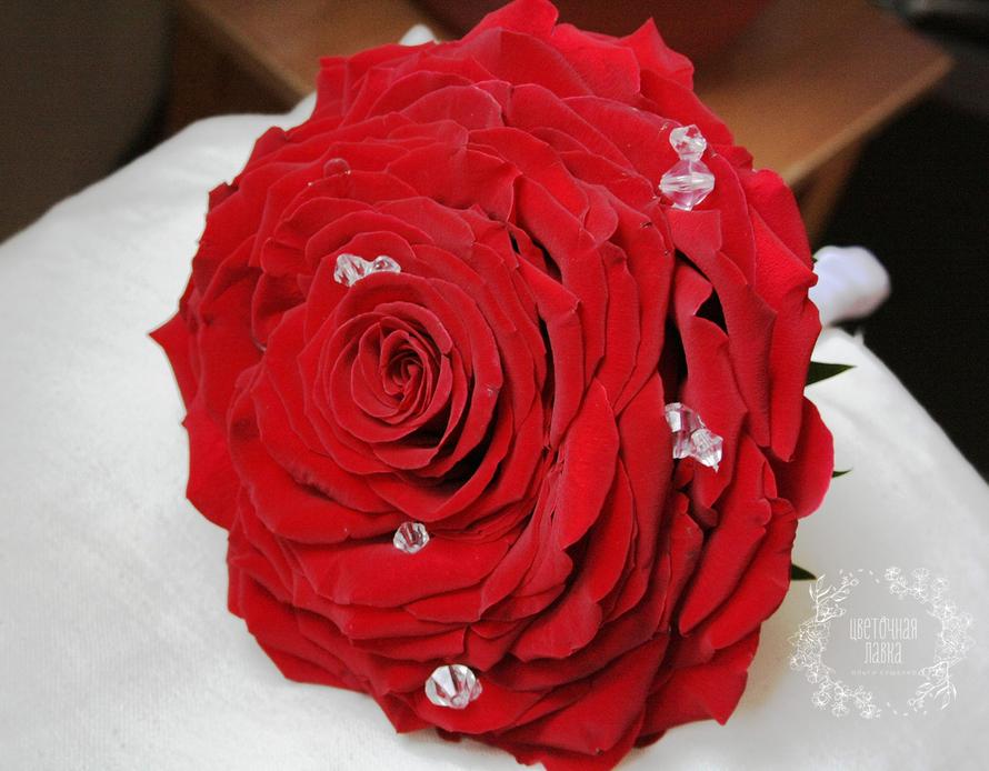 Букет-гламелия из красных роз